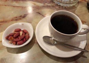 昭和の風情を感じる「ライフ」は鶯谷の古き良きカフェ