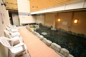 「寿湯」は都内最大級の露天風呂!