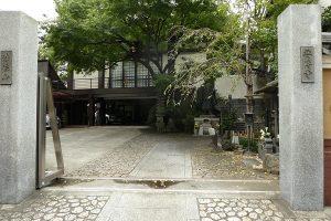 庭園が樹木が立派な「要傳寺」
